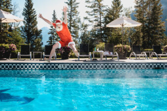 SANTA CELEBRATES A CHRISTMAS DO-OVER AND ANNOUNCES FEATURE FESTIVE PROGRAMMING AT FAIRMONT BANFF SPRINGS