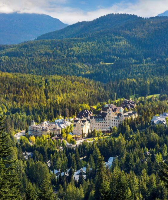 """FAIRMONT CHATEAU WHISTLER NAMED """"BEST RESORT IN CANADA"""" IN ANNUAL CONDÉ NAST TRAVELER'S AWARDS"""